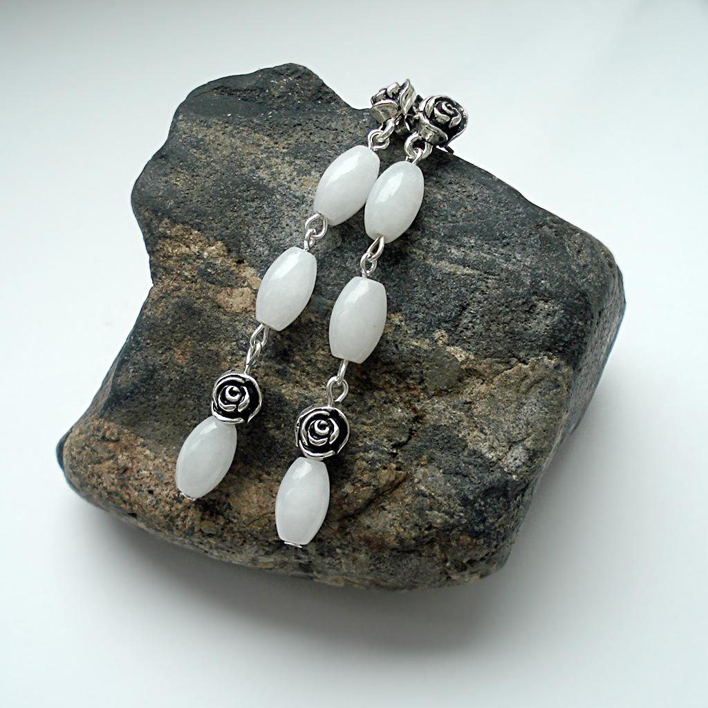 Изысканный нефрит: серьги на камне Пидана