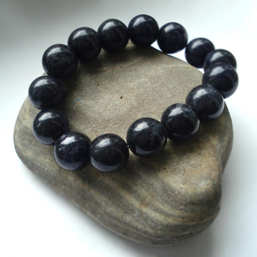 Ритуальный нефрит: браслет